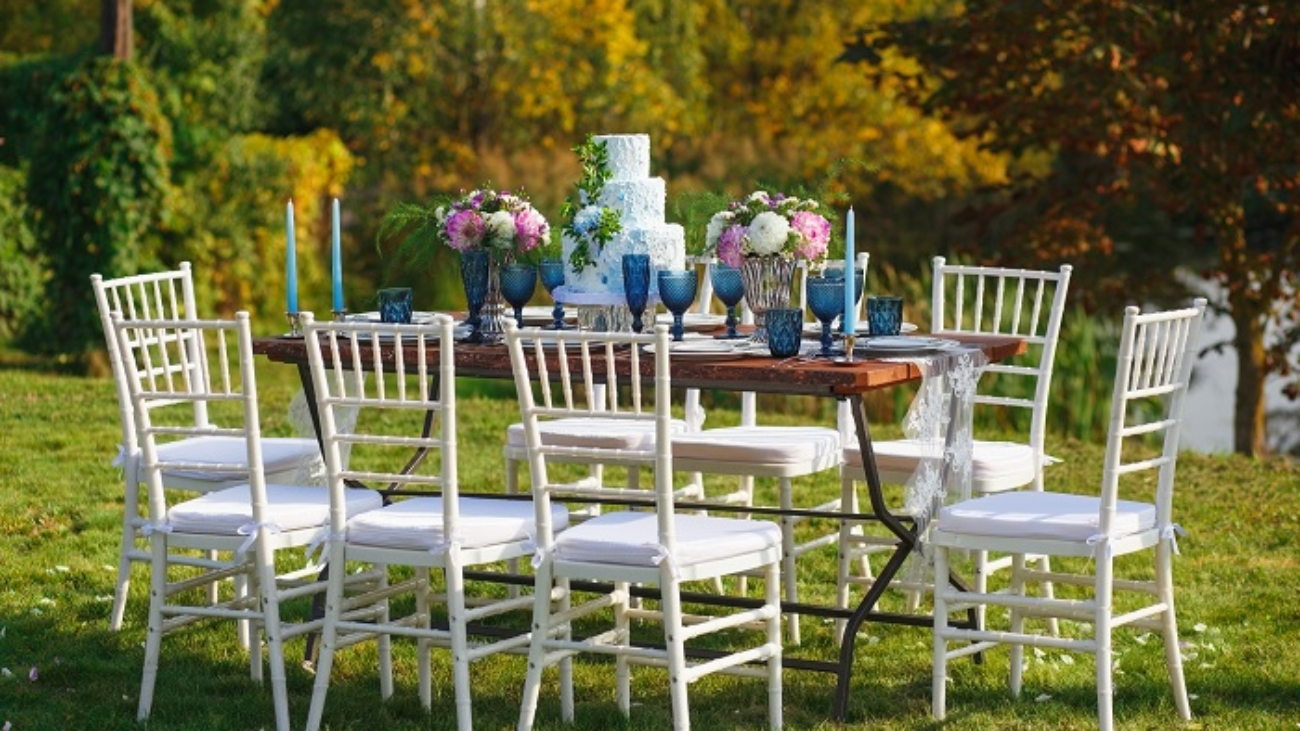 Planning An Outdoor Party From Tents To Cutlery Make Sure This Is On Your Checklist Vancouver Wedding Rental Team Event Tents Table Chairs Glassware Vancouver